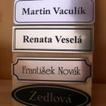 štítky dveře